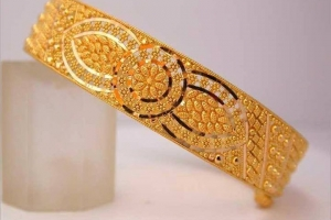 New-Gold-Bangle-Designs-for-Women010